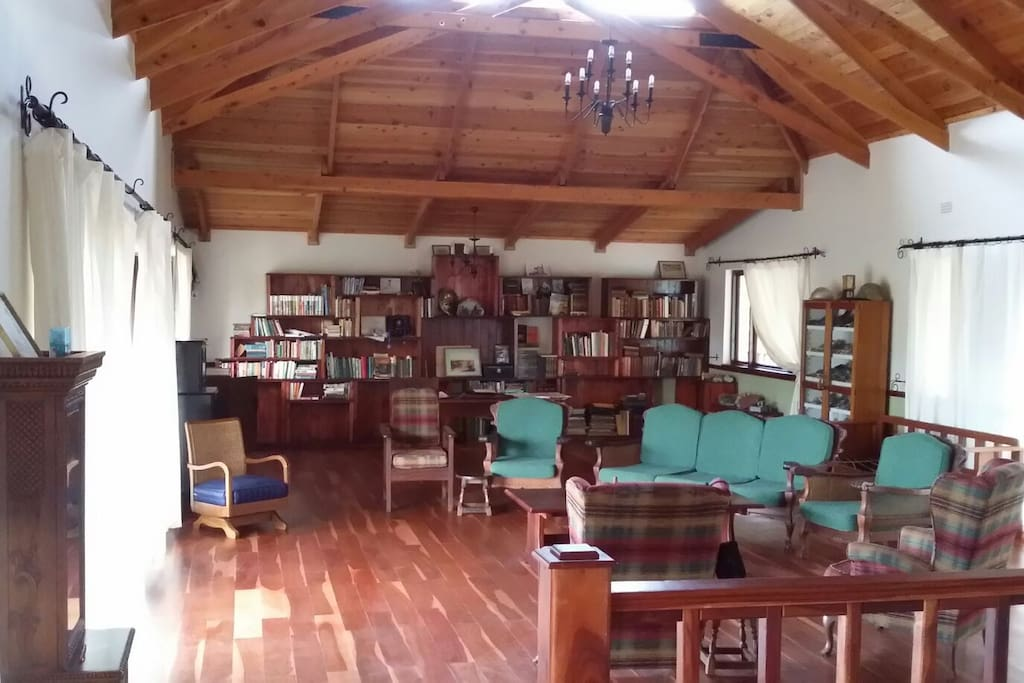 Upper floor lounge and libary