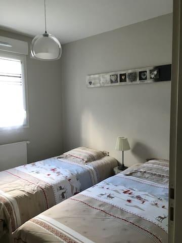 lits de 90 qui peuvent être réunis en 1 grand lit
