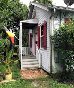 Private Bohemian retreat on Rosalie Aly in Bywater