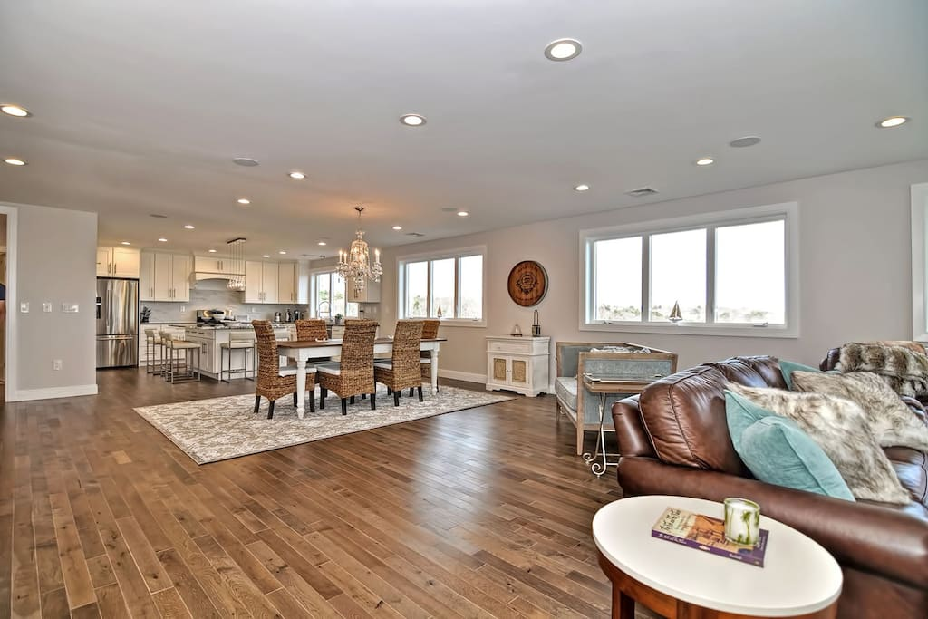 Diamond in the Sky-The 3rd floor living space is airy and bright.
