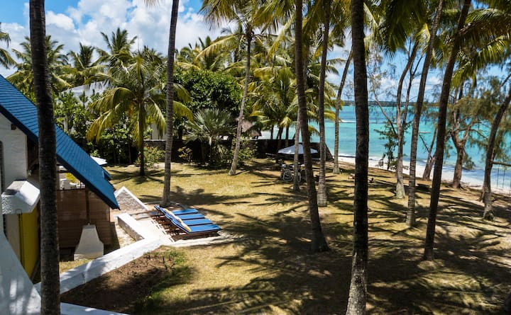 ShangriLa - Great family Home Right On The Beach
