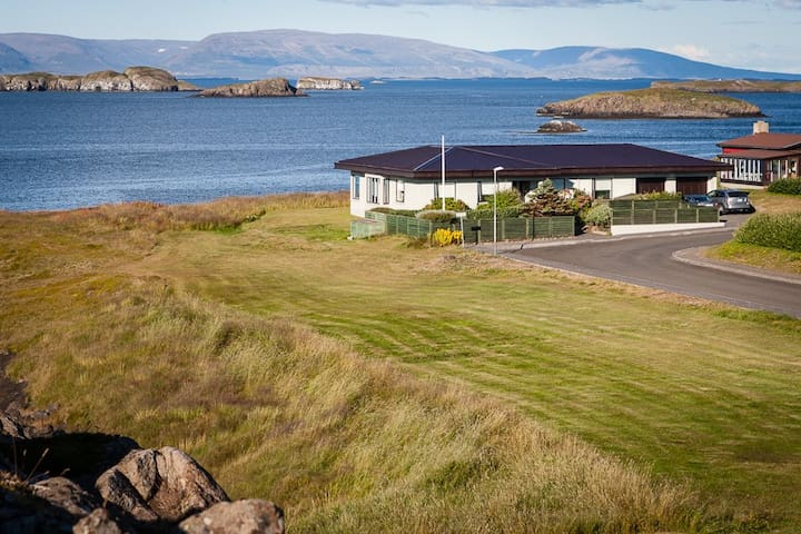 Cosy Holiday Home with spectacular ocean view - Stykkishólmur - Huis