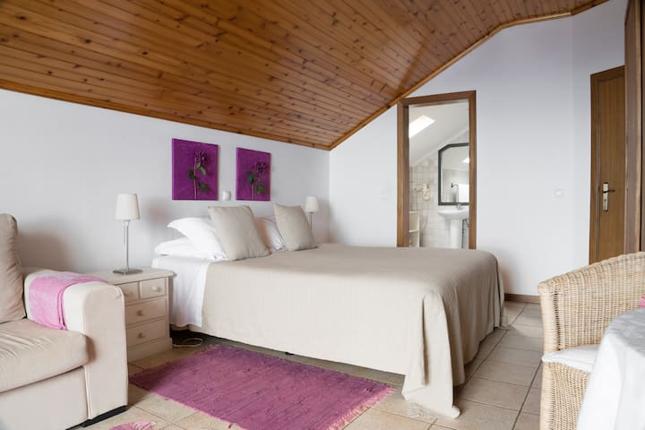 Superior room with seaview (Casa das Proteas)