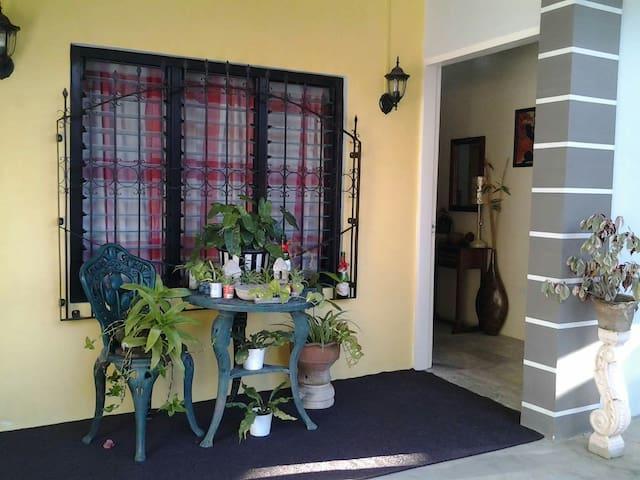 Affordable Homestay Near Calle Crisologo