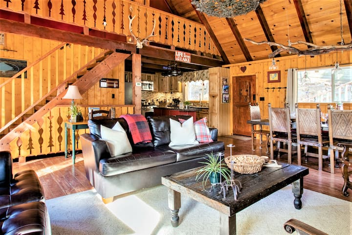 In-Village •Tree House Chalet • 3 Luxurious Levels