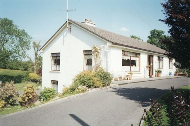 Lovely Accommodation in a Great Location - Donegal - House