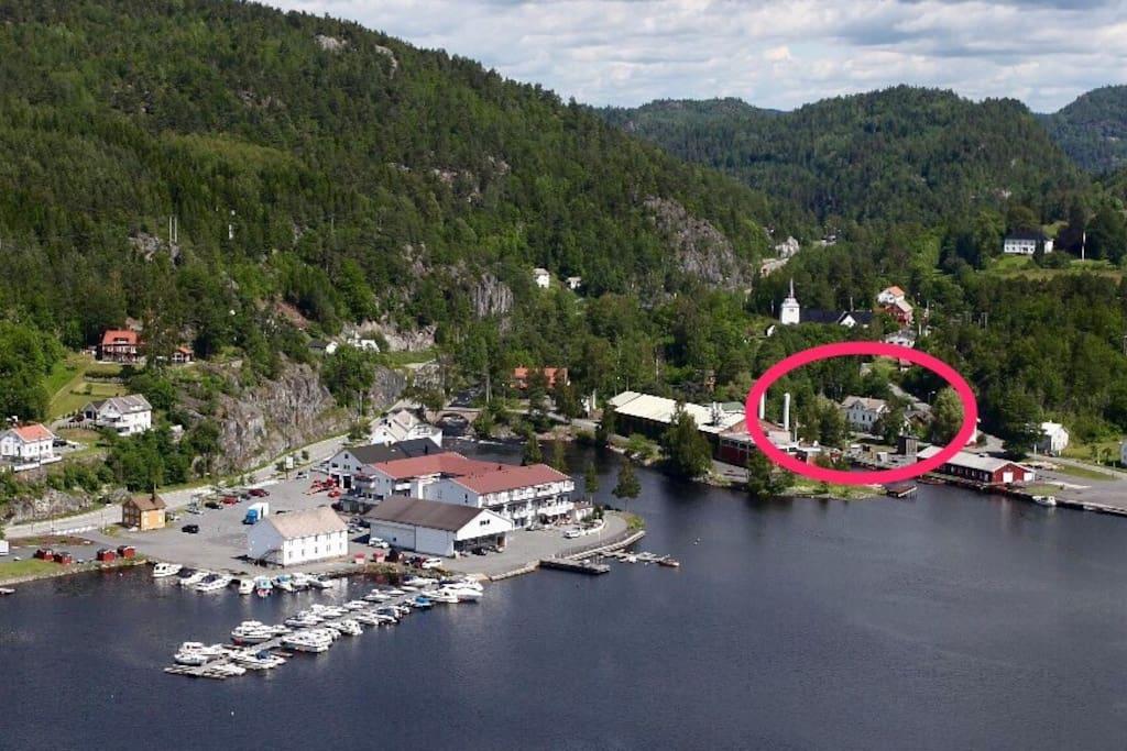 Huset ligger 200 meter fra Søndeledtunet.