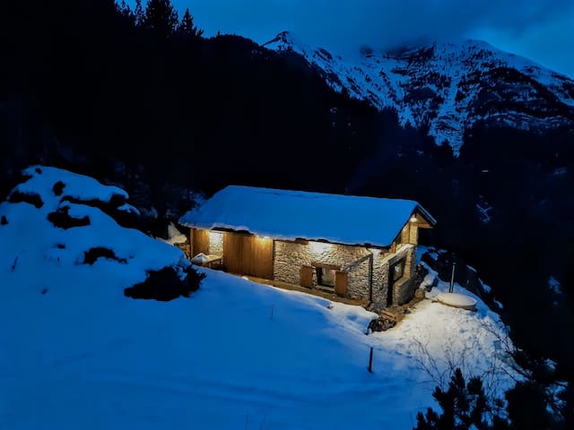 Borda cremat, mountain accommodation