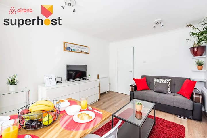 Super Host🥇Near O2 & Walking distance to DLR Stn!