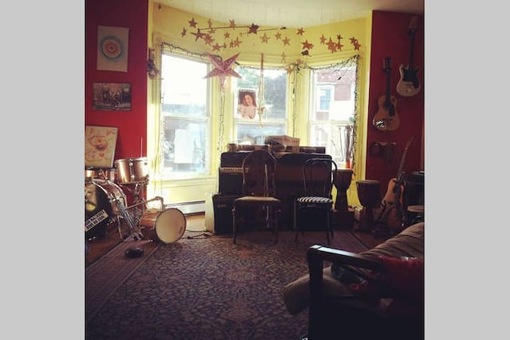Lovely room on Agricola St - Halifax - Bed & Breakfast