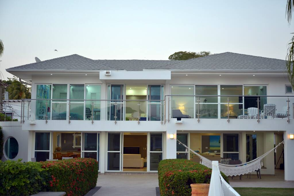 Beachfront House With Pool, views, and 20,000 Square Feet!