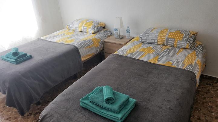 Cozy room, close to the city center, Wi-Fi.
