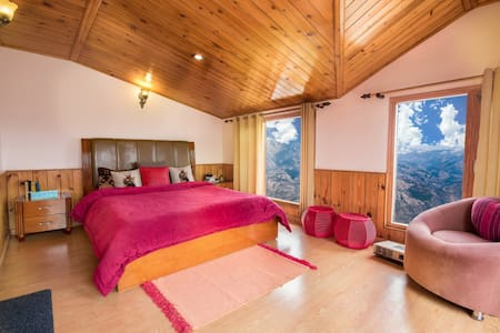 The Cloudberry, Cozy 2BHK surreal views, Shimla
