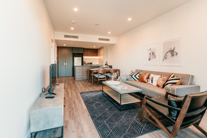NEW MARVELOUS WATER VIEW APARTMENT @ SOUTH BANK