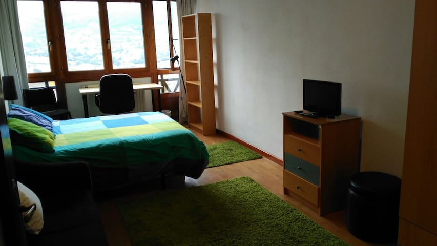 4 HABITACIONES+desayuno, wifi y parking - Oviedo - Appartement