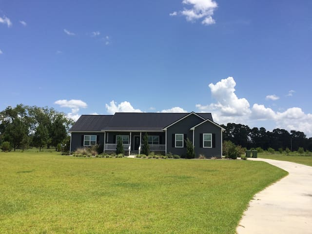 Quiet Room in Moultrie - 5 miles to Moss Farms! - Moultrie - Huis