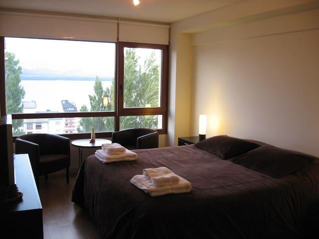Modern Loft with a Lake View - San Carlos de Bariloche - Apartemen