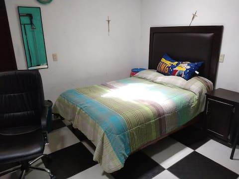 Hermosa habitación en acogedora casa en Sombrerete
