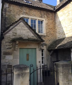 Charming 1750 cottage nr Bath - Bradford-on-Avon