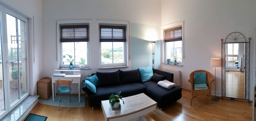 Helle, ruhige 3-Zi-Dachterrassen-Whg nahe München - Poing - Wohnung