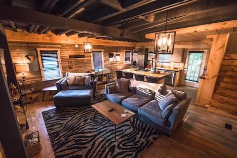 The Overlook/Cozy 2 bed/Hot Tub/Wood Stove/Firepit