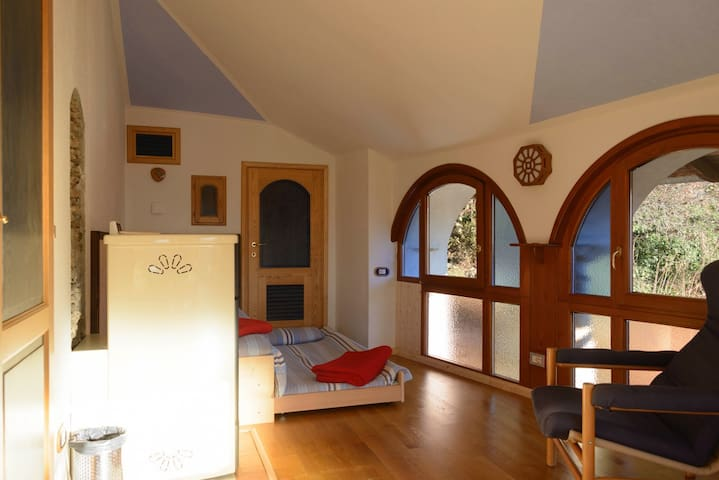 Cozy apartment above the roofs of the village - Coiromonte - Apartamento