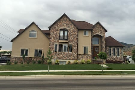 Space, Comfort, Pet & Family Friendly - Mapleton - Hus
