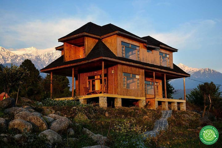 4 Bedroom Wooden Cottage in Palampur