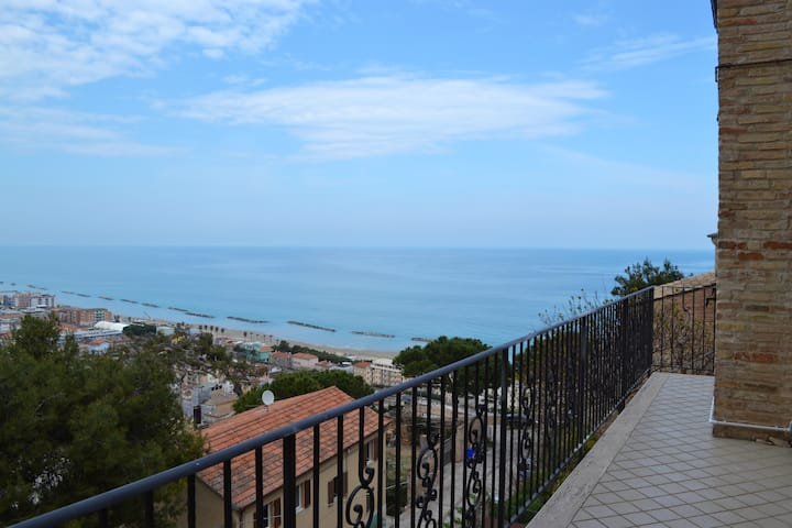 Appartamento belvedere....il tuo balcone sul mare