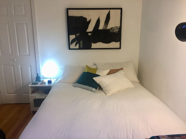 Amazing room in Prime East Village!