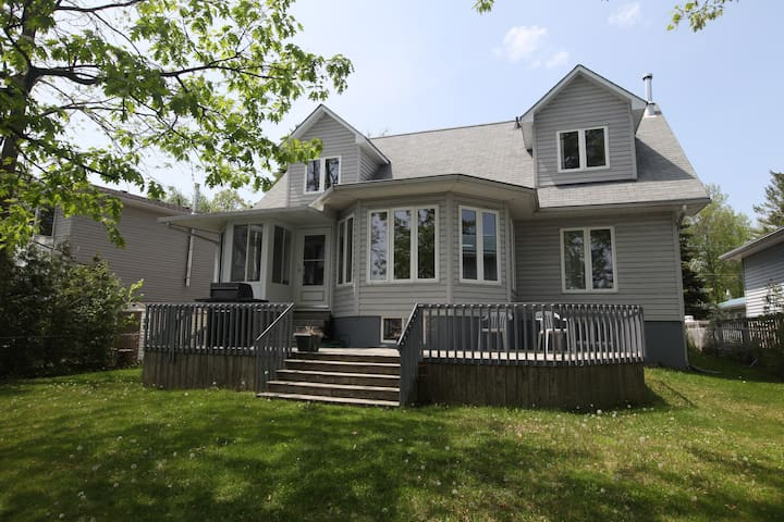 Great fully equipped cottage at Sturgeon Lake