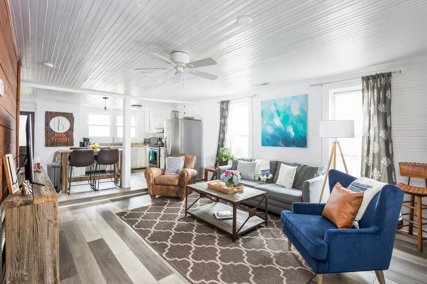 Bright, cute & comfortable beach cottage just steps away from the beach, pier and Center St. The location could not be any better!