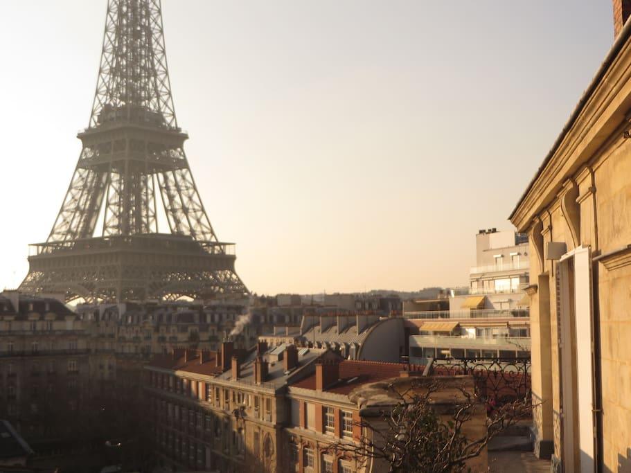 eiffel tower studio in paris condominiums for rent in. Black Bedroom Furniture Sets. Home Design Ideas