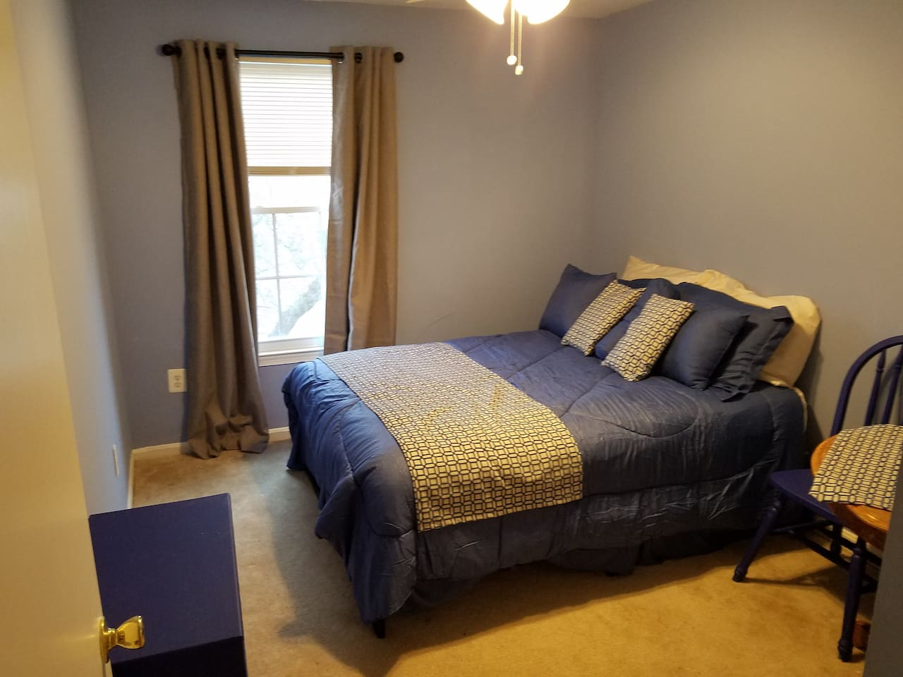 Full sized bed, quiet upstairs bedroom