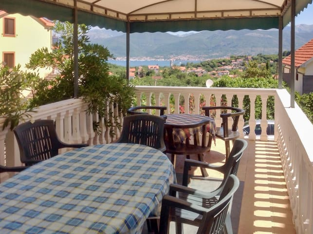 Bright apartment 900m from the sea - Tivat - Pis