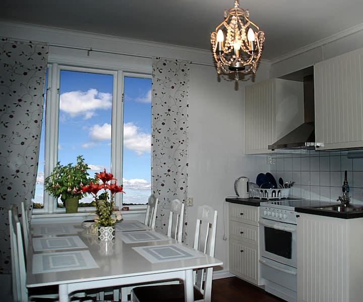 Prisvärt boende i sommarstaden Karlsborg