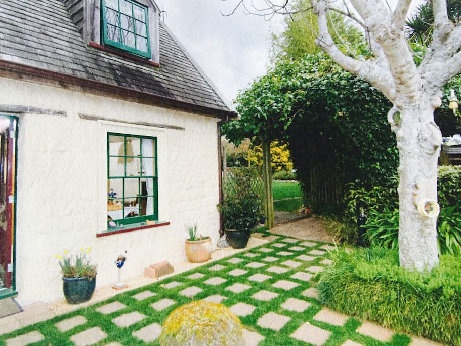 This enchanting cottage bears an Historic Places Trust plaque.  It was built in 1853 as the Homestead for Joseph Bonnington and his family.