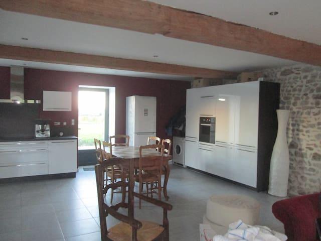 chambre dans maison de campagne - Neuvy-Grandchamp - Bed & Breakfast