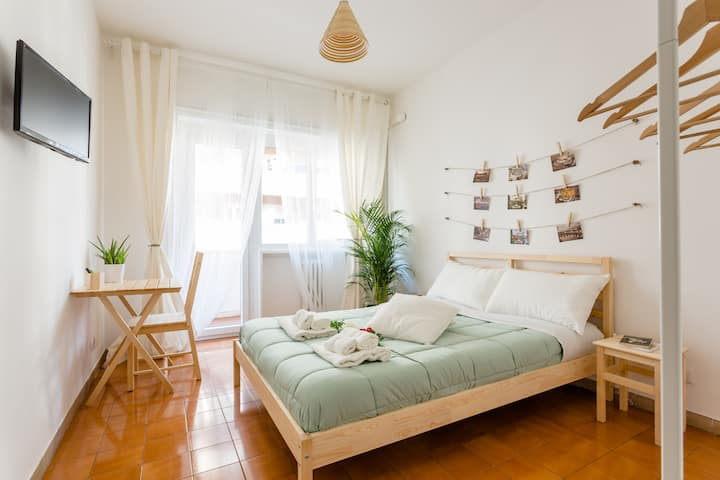 Rose in Rome - Wood Double Room