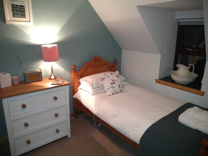 21 Dunhallin, Waternish B & B (Twin Bedroom)