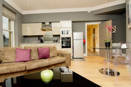Opposite Harrogate Nightingale Hospital: Apartment