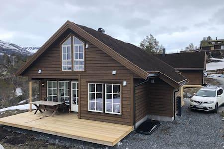 Ny hytte Seljestad, nær Trolltunga og Folgefonna