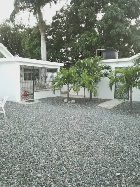 The White House - Villa with swimming pool