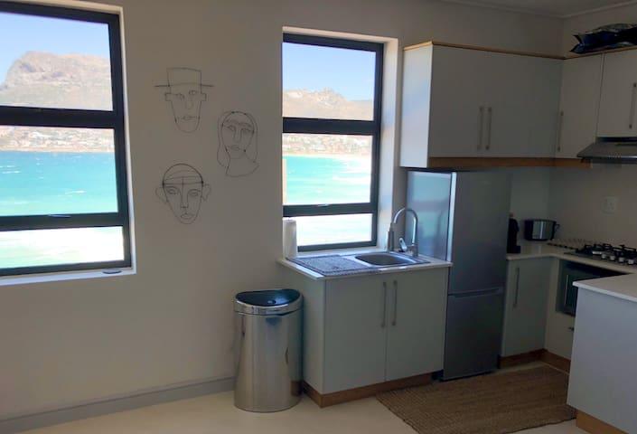 Kalk Bay Studio Apartment - Stunning Ocean View