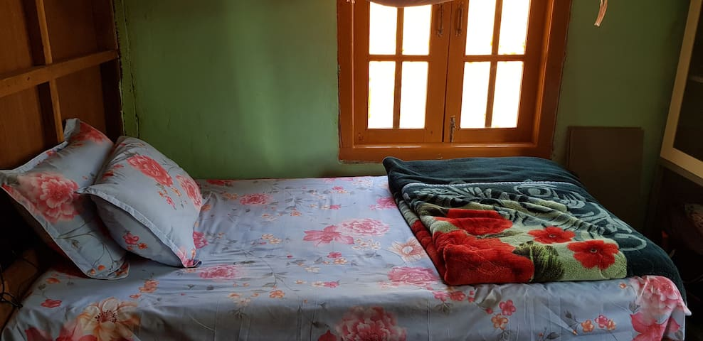 Shared Room For Traveller To Ywangan,Shan State,MM