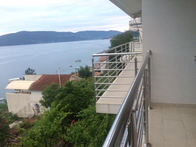 House with a splendid sea view - Kumbor - Villa