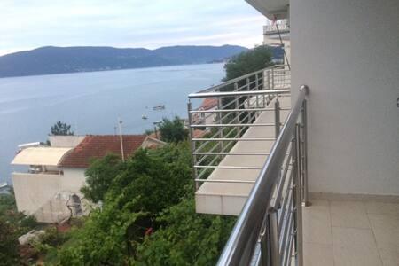 House with a splendid sea view - Kumbor