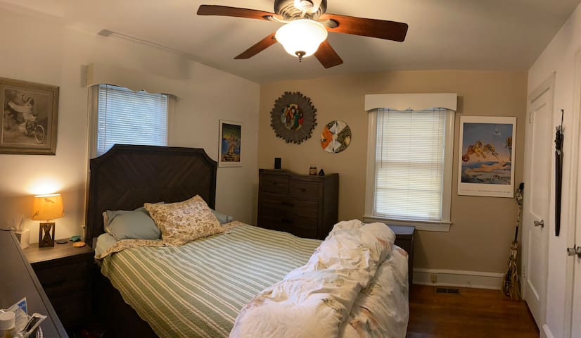 Room available in cozy bungalow