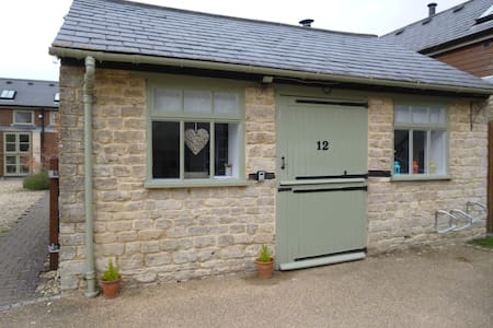Lower Mill Estate - Tiny Studio Cottage with Pool - 薩默福德凱恩斯(Somerford Keynes)