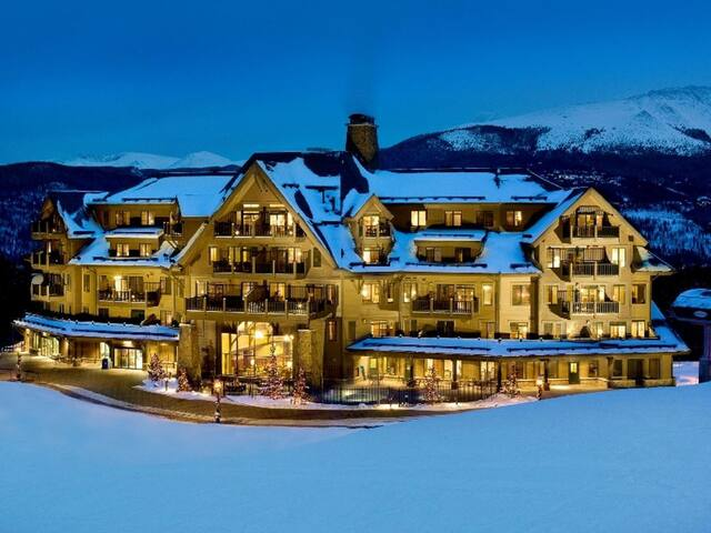 Luxurious Crystal Peak Lodge 2+2, Ski In/Out